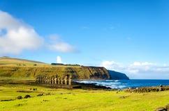 Ahu Tongariki en Vreedzame Oceaan stock afbeeldingen