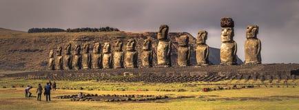 Ahu Tongariki, Ilha de Páscoa - 10 de julho de 2017: Altar de Moai do Tong imagens de stock