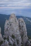 Ai-Petri klippor 2008 crimean berg sörjer sommar Solnedgång Arkivfoto