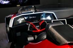 Aidé conduisant la voiture de concept par Mitsubishi sur l'exposition le CeBIT 2017 à Hanovre Messe, Allemagne Image stock