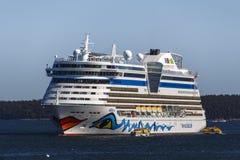 AIDA Dive Cruise Ship en el puerto de la barra, los E.E.U.U., 2015 Imagenes de archivo