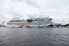 AIDA março encontra-se no porto na vela pública do hanse do evento Fotos de Stock Royalty Free