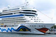 Aida statek odwiedza Warnemuende schronienie podczas gdy Hansesail wydarzenie Obraz Royalty Free