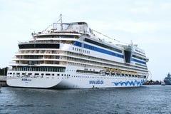 Aida statek odwiedza Warnemuende schronienie podczas gdy Hansesail wydarzenie Obraz Stock