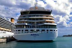 AIDAblu Deliziosa alongside w Corfu i Costa Obraz Royalty Free