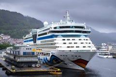 AIDAluna bij Skolten-Zuiden in Bergen, Noorwegen Stock Foto