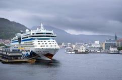 AIDAluna bij Skolten-Zuiden in Bergen, Noorwegen Stock Foto's