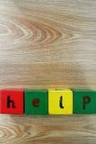 Aide écrite avec les cubes en bois Image stock