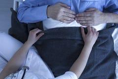 Aide d'infirmière dans l'hôpital Photos stock