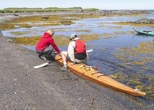 Aide de femme de kayak Images stock