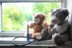 Aide de la maladie de jouet images stock