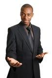 Aide de offre d'homme d'affaires avec les mains ouvertes. Photo stock