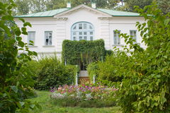 Aide Kuzminskii. House (outbuilding) Kuzminsky Russia Tula region Yasnaya Polyana Stock Images