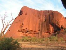 Aiers-Felsen mitten in dem australischen Kontinent Stockbilder