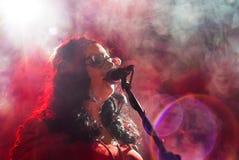 Aigh Ashbury von Großbritannien, Band, die eine Musikleistungsshow gibt Stockfotografie