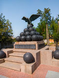 Aigle de monument se reposant sur le noyau, Ochakov, Ukraine photographie stock libre de droits