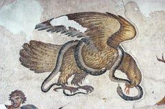 Aigle et serpent, mosaïque photo stock