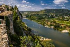 Aiguèze neben Schlucht von Ardeche-Fluss in Frankreich Lizenzfreies Stockfoto