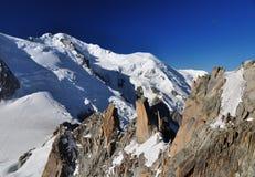aiguille阿尔卑斯被查看的blanc du密地mont 免版税库存照片