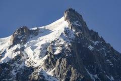 Aiguille du Midi em junho Alpes franceses Imagem de Stock Royalty Free