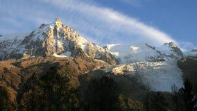 Aiguille du Midi et glacier de Bossons Photos stock