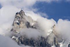 Aiguille du Midi fra le nuvole Fotografie Stock