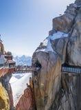 Aiguille du Midi (3.842 m) ponte, alpi francesi Fotografia Stock