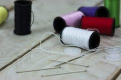 Aiguille et goupilles de couture de coton Image stock