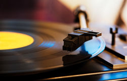 Aiguille sur un enregistrement de LP de vinyle Photo stock