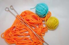Aiguilles de laine et de tricotage Photo stock