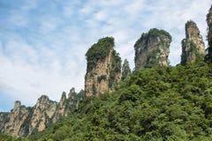 Aiguilles impressionnantes de montagne en parc national de Zhangjiajie Image libre de droits