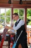 Aiguilleur dans la cabine d'aiguillage, Highley Photographie stock libre de droits