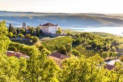 Aiguines, замок и Sainte Croix Озер-Франция Стоковые Изображения