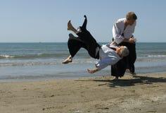Aikido sur la plage Photo stock