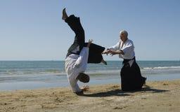 Aikido sur la plage Images libres de droits