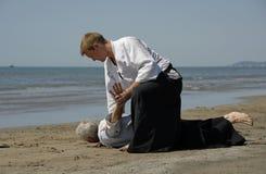 Aikido sur la plage Image stock