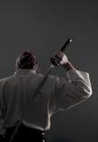 Aikidomann mit katana (Klinge) von der Rückseite Lizenzfreie Stockfotos
