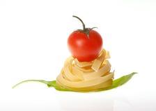 Ail et basilic de tomate-cerise de pâtes Photos libres de droits