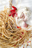 Ail et Chili Oil complets de spaghetti Photo stock
