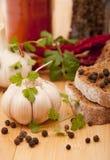 Ail et poivre avec d'autres épices Photo stock