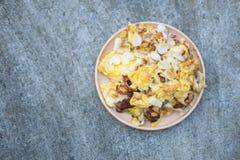 Ail mariné par mélange d'omelette Photographie stock