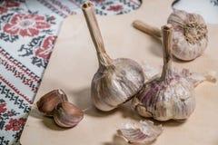 ail organique délicieux faisant cuire des préparations photographie stock