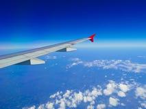 Aile d'avions avec l'horizon Photographie stock