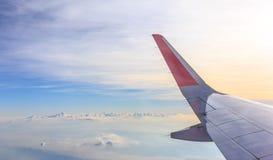 aile de cieux de vol bleu d'altitude d'aéronefs haute Photos stock
