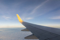 aile de cieux de vol bleu d'altitude d'aéronefs haute Photo stock
