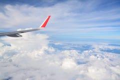aile de cieux de vol bleu d'altitude d'aéronefs haute Image libre de droits
