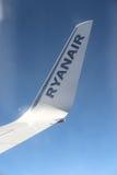 Aile de plaine de Ryanair Photo libre de droits