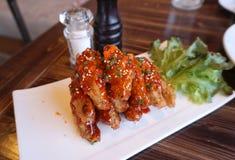 Aile de poulet avec de la sauce barbecue Photo stock