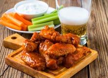 Aile de poulet de Buffalo avec de la sauce au poivre à Cayenne image stock