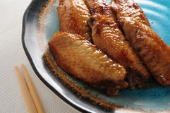 Aile de poulet de sauce de soja Images stock
